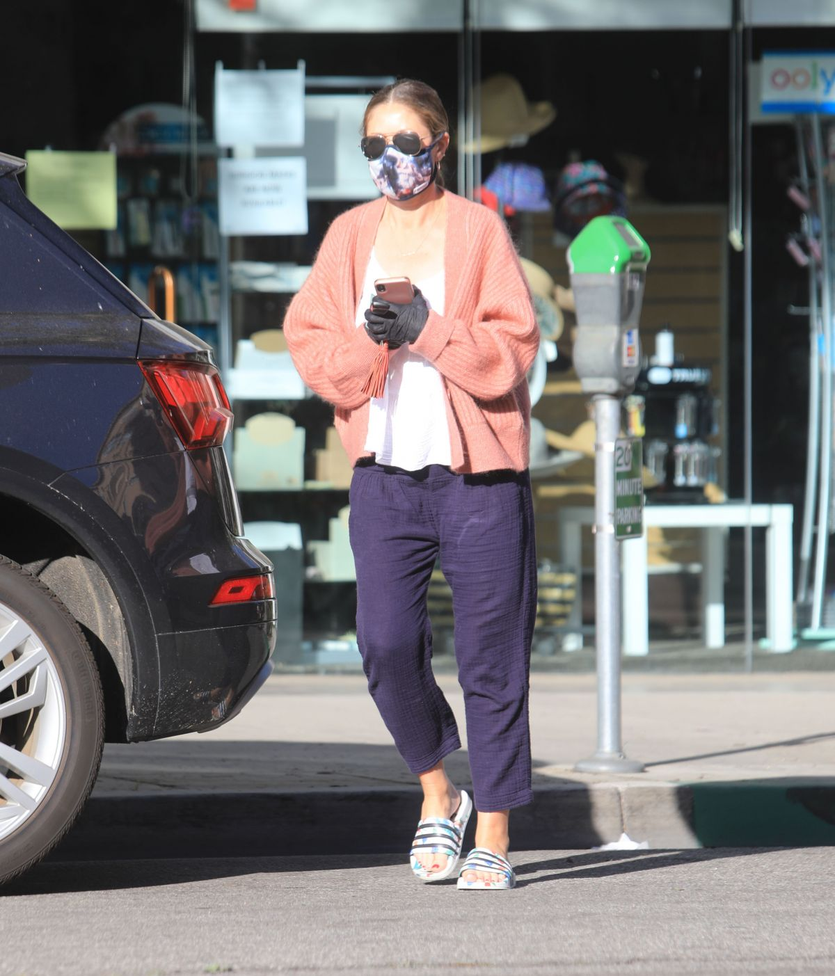 Rebecca Gayheart Wearing Mask and Gloves Out in Bevery Hills, 05.06.2020 3