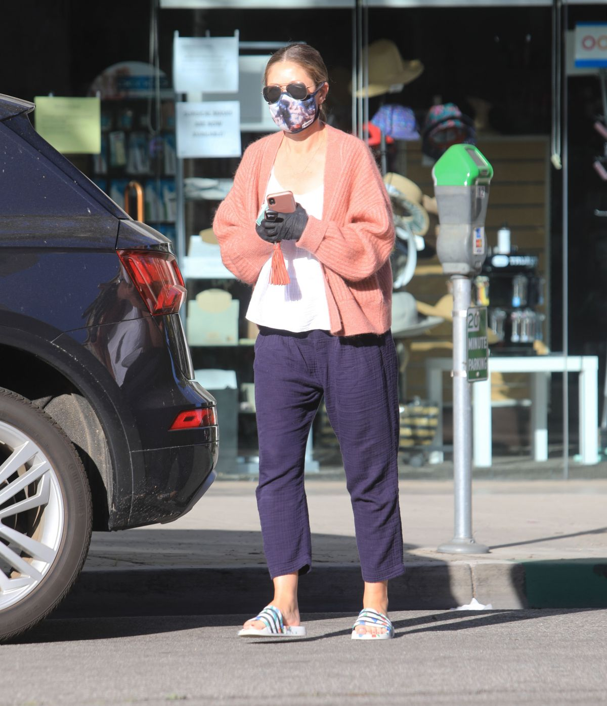 Rebecca Gayheart Wearing Mask and Gloves Out in Bevery Hills, 05.06.2020 4