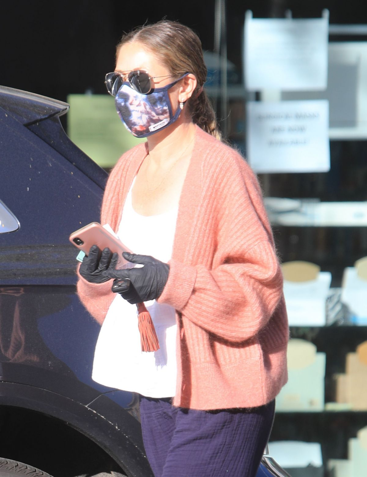 Rebecca Gayheart Wearing Mask and Gloves Out in Bevery Hills, 05.06.2020 10