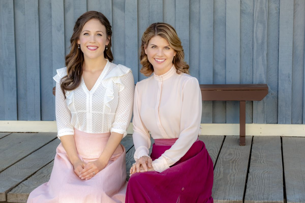 Erin Krakow – When Calls the Heart, Season 6, Poster, Stills and Trailer 5
