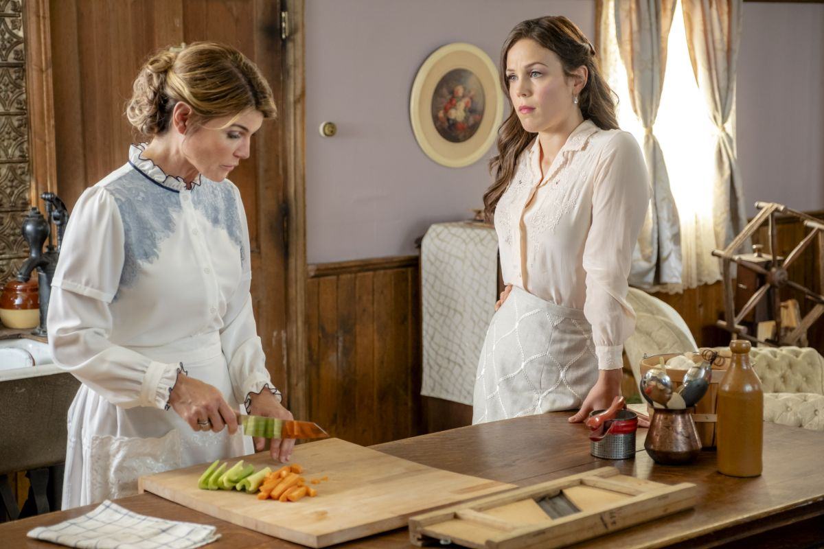 Erin Krakow – When Calls the Heart, Season 6, Poster, Stills and Trailer 6