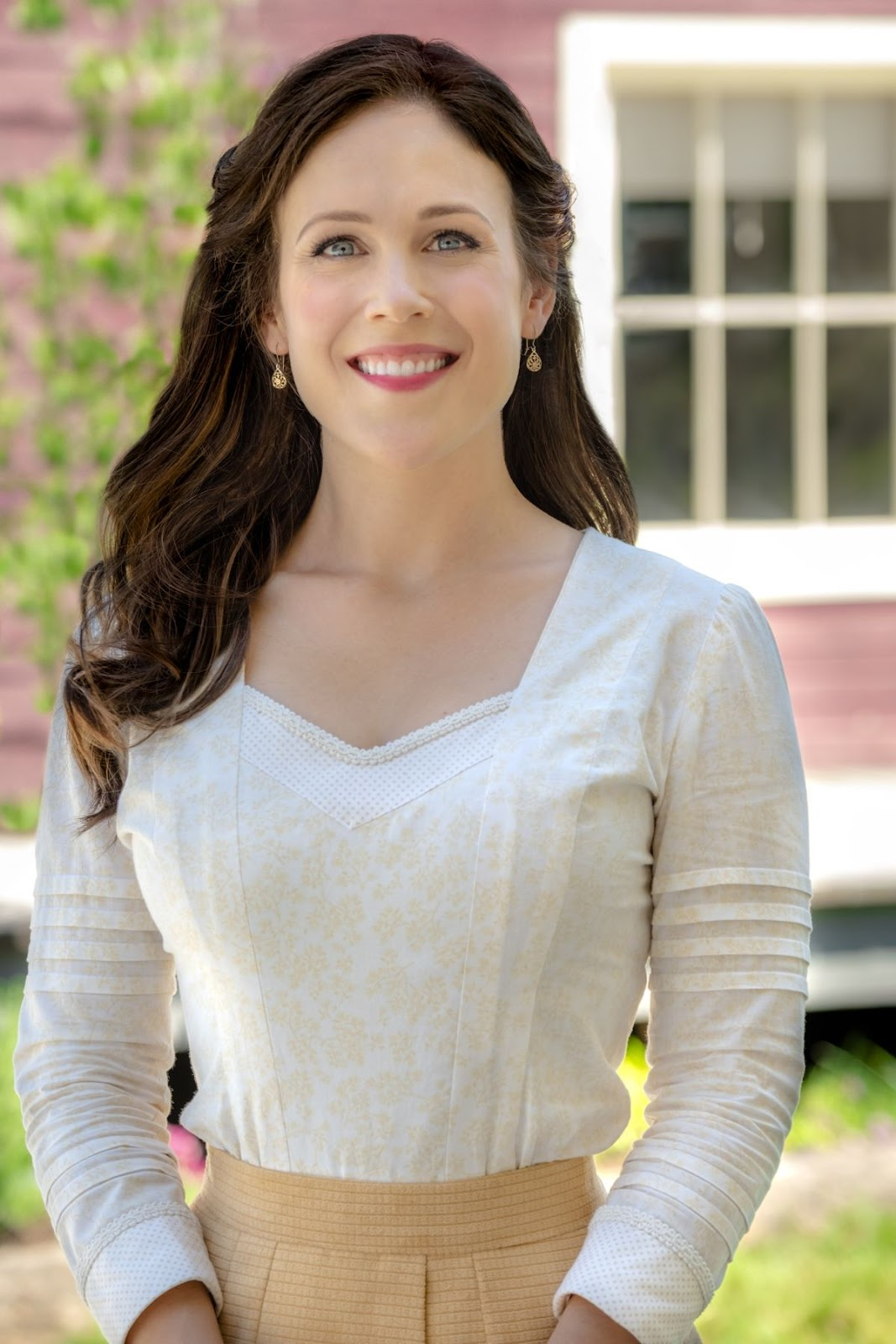 Erin Krakow – When Calls the Heart, Season 6, Poster, Stills and Trailer 2